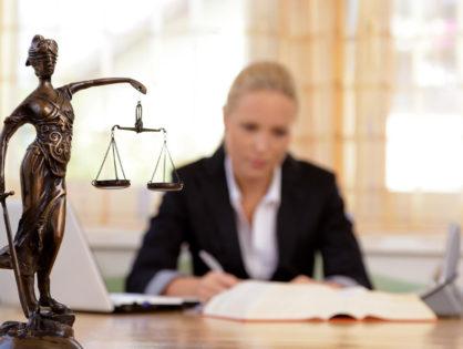 Адвокат как защитник законных прав